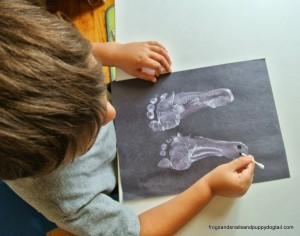 Footprint Ghost- Classic Halloween Craft for Kids by FSPDT