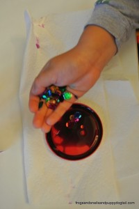 Plastic Lid Christmas Ornament: perfect for kids to make by FSPDT