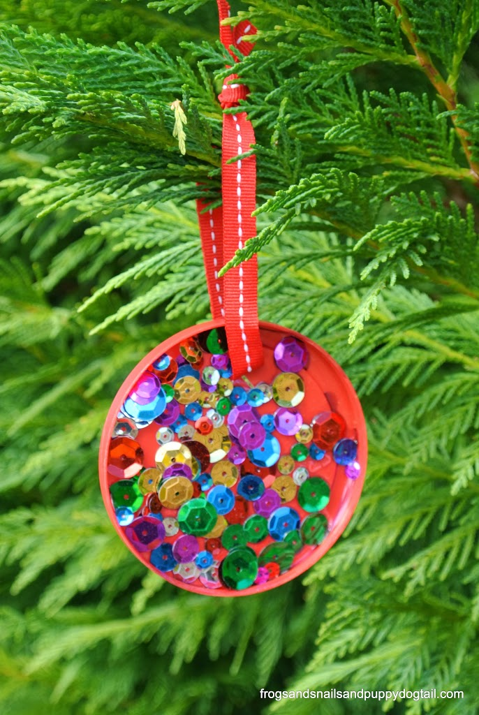 plastic lid christmas ornament perfect for kids to make by fspdt - Christmas Decoration Ideas For Kids
