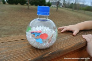 Christmas I Spy Bottle and free printable by FSPDT